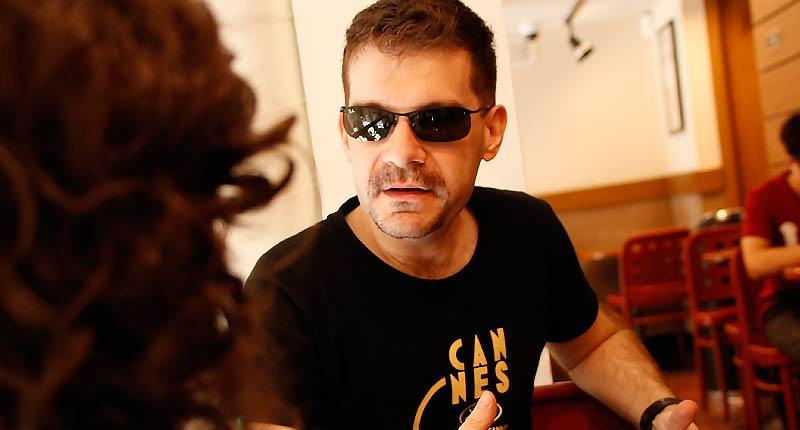 """José Ortuño: """"Nunca he tenido que vivir fuera de Sevilla, y eso es un privilegio como escritor"""""""
