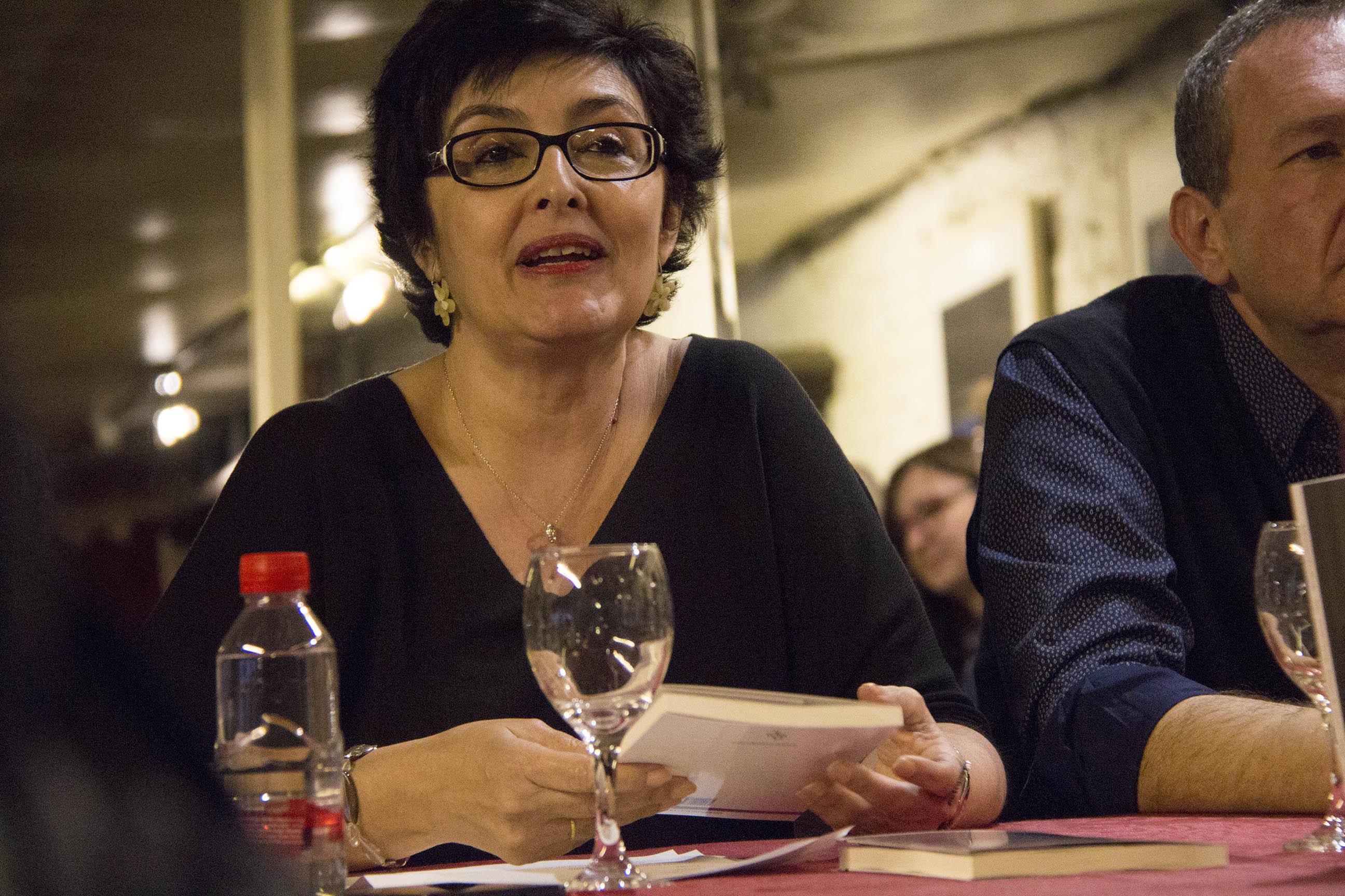 Pilar Alcalá vuelve a sus esencias con su segundo poemario