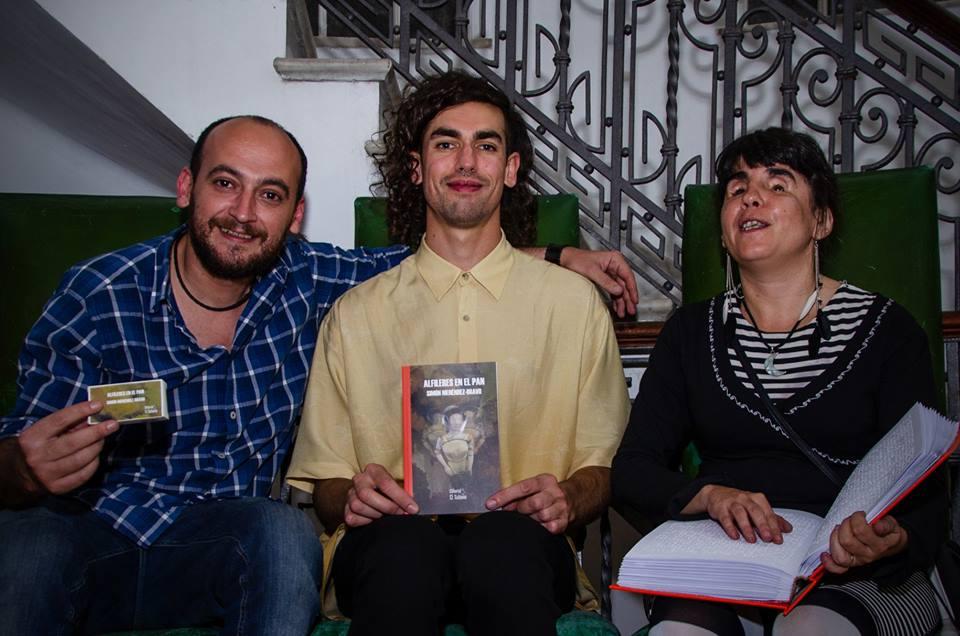 """Simón Menéndez-Bravo: """"La experiencia de hacer colectivo lo que se escribe en soledad, potencia como nada"""""""