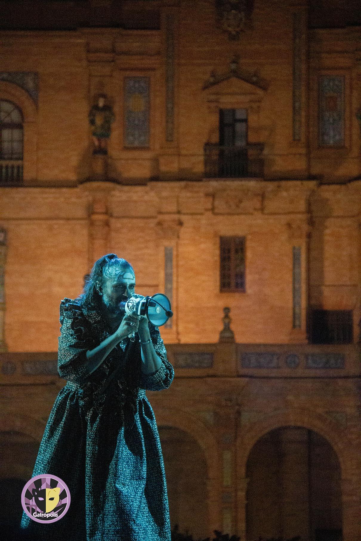 Mastodonte pisa con fuerza en Sevilla